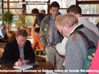 John Heideman signeert zijn boek